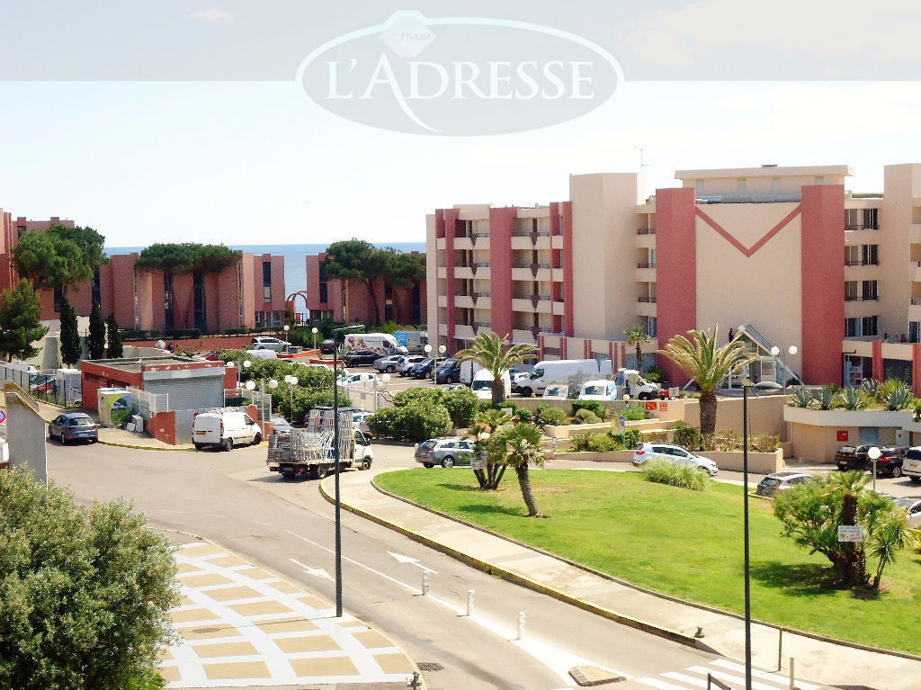 appartement-sete-2-pieces-avec-terrasse-en-dernier-etage-avec-ascenseur-et-un-parking-privatif